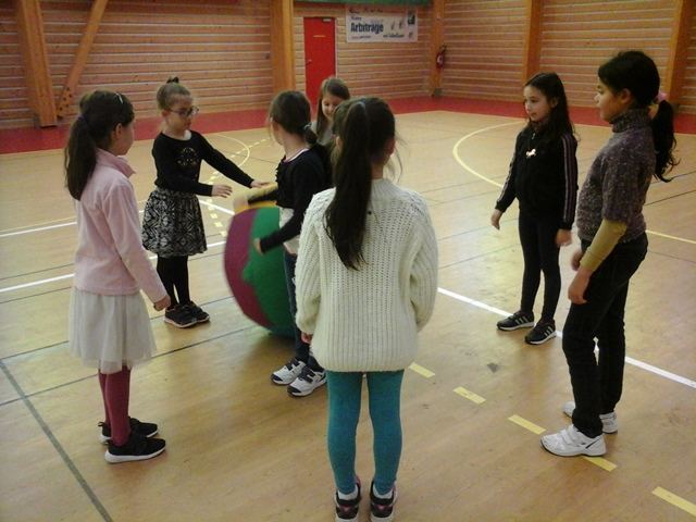 CE2 A : Initiation au kinball