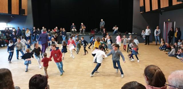 Fest deiz : démonstration de danses